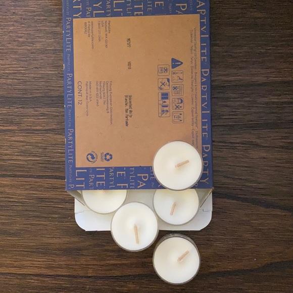 PartyLite 2 dozen tealights - unscented white